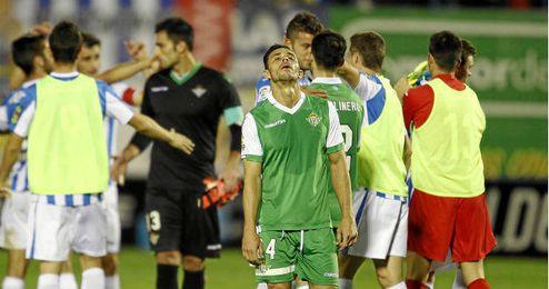 Rubén Castro muestra su decepción al fin del partido con el Leganés.