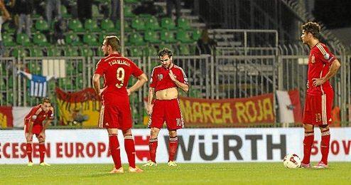 Los españoles abatidos tras la derrota en Eslovaquia.
