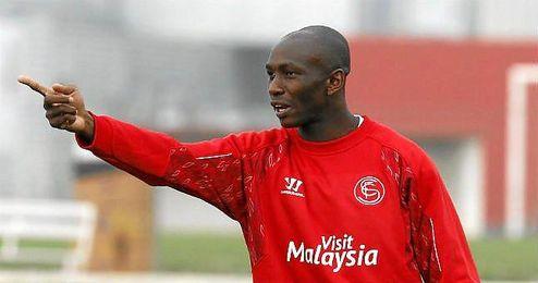 El camerunés durante un entrenamiento del Sevilla FC.