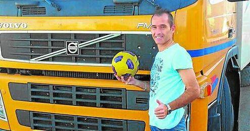 Jesús Rastrero reparte las horas del día entre la jornada en el camión, el sueño discontinuo y los entrenamientos.
