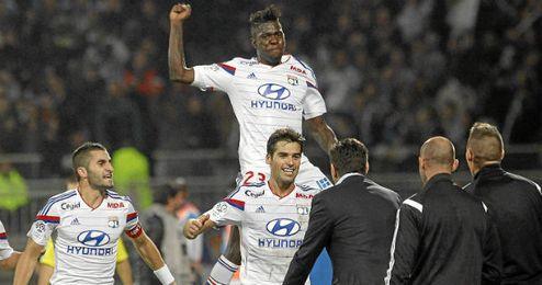 Gourcuff celebrando el gol con sus compañeros