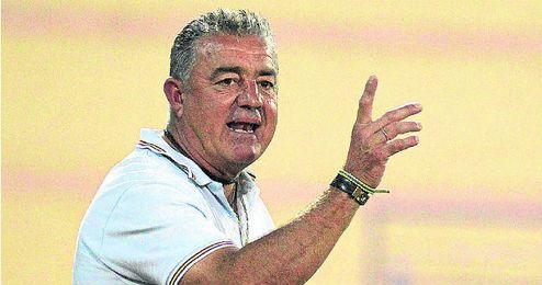 Emilio López preside la Rociera, a la cual ha llevado a Tercera.