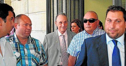 Manuel Ruiz de Lopera, sonriente tras declarar ante Mercedes Alaya en los juzgados de Sevilla.