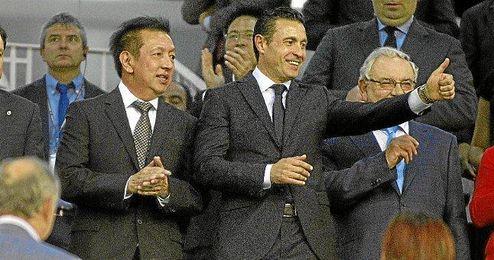 Peter Lim y Amadeo Salvo en el palco de Mestalla.