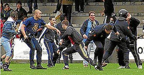 Disturbios de ´Ultras Tala´ en El Prado.