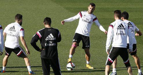 Jesé Rodríguez (de frente) de regreso a los entrenamientos en Valdebebas junto a sus compañeros