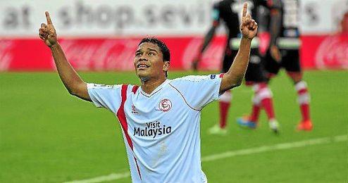Bacca celebra uno de los dos goles ante el Granada.