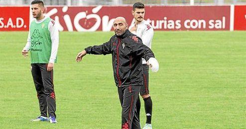 Abelardo, entrenador del mes en la Liga Adelante.