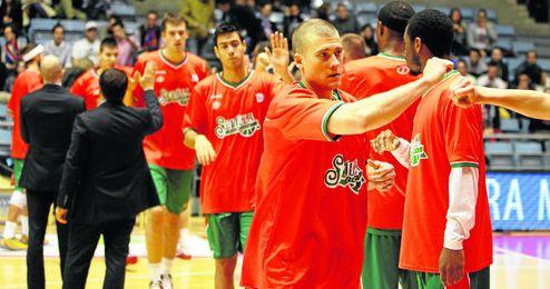 El estadounidense con pasaporte georgiano del Baloncesto Sevilla Ben Woodside vestirá por primera vez la camiseta ante su afición.