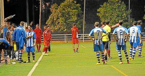 El partido tuvo varios incidentes, siendo el gol final el que desató una tangana.