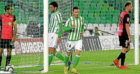 Rubén Castro apenas celebró su gol número 95.