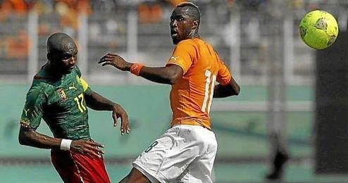 M´Bia, con Camerún en el partido de clasificación ante Costa de Marfil.