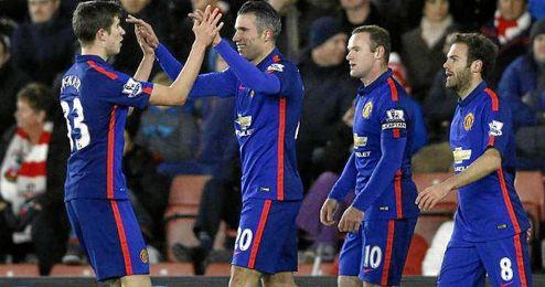 Van Persie celebrando uno de los goles ante el Southampton.