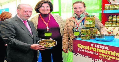 Fernando Rodríguez Villalobos, presidente de la Diputación de Sevilla, fue el encargado de inaugurar la muestra.