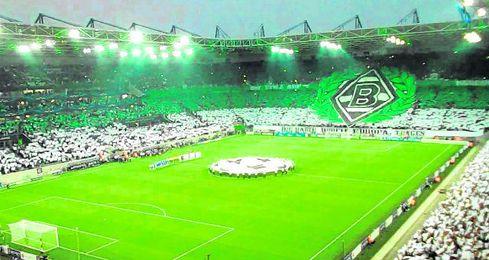 En el Borussia Park caben 54.000 espectadores y suele estar lleno.