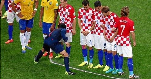 Uso del espray en el partido inaugural del Mundial entre Brasil y Croacia.
