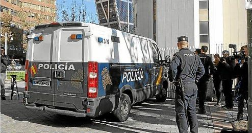 Llegada de los ultras detenidos a los juzgados de Plaza de Castilla.