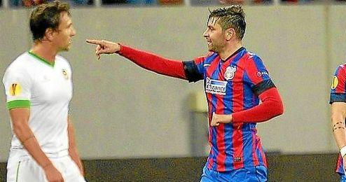 Rusescu celebra un gol ante el Rio Ave en la Europa League.