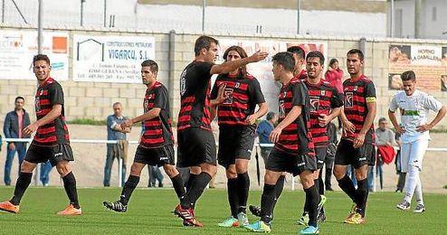 Los jugadores del Gerena celebra un gol ante La Palma en Liga.