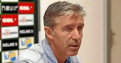 Paco Fernández, entrenador del Racing, en sala de prensa.