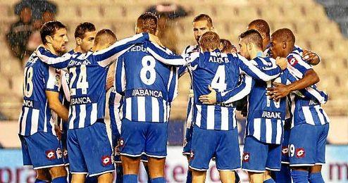Los jugadores del Deportivo durante un partido de la presente Liga.
