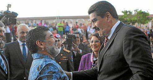 Maradona fue recibido en Caracas por Nicolás Maduro.