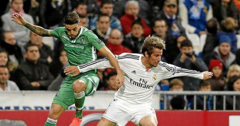 Coentrao en uno de los partidos disputados con el Real Madrid.
