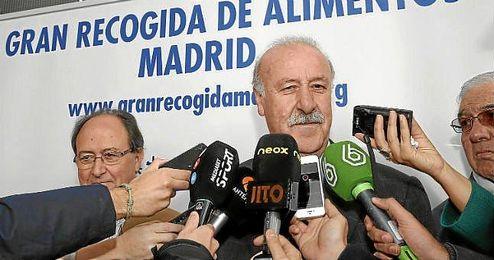 Vicente del Bosque atiende a los medios en un acto reciente.