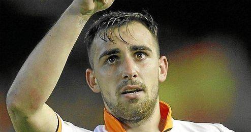 Alcácer celebra un gol con el Valencia.