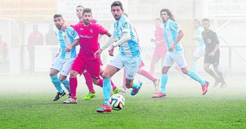 El delantero Jesús Granado, que suma 14 goles esta temporada, ha sido clave los últimos años para los lebrijanos.