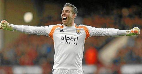 Adrián celebra un gol del West Ham ante el Arsenal.
