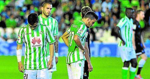El Betis consuma su descenso en abril, en la jornada 35, antes incluso de perder ante la Real Sociedad por 0-1. La victoria del Getafe ante el Málaga (1-0) le condenó.