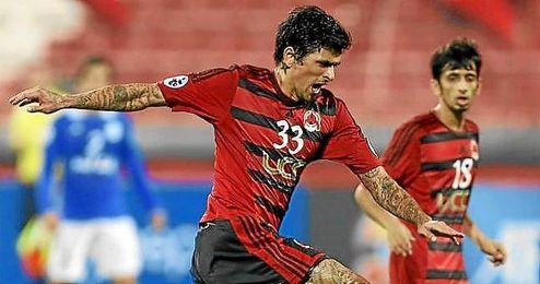 Lucho González seguirá vistiendo la camiseta del Al-Rayyan hasta final de temporada.