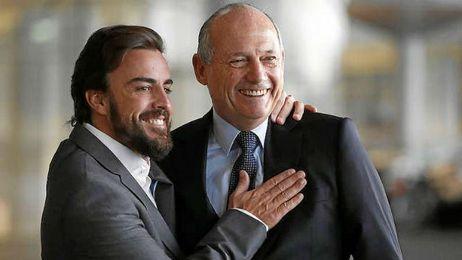 Fernando Alonso junto al presidente ejecutivo de McLaren, Ron Dennis