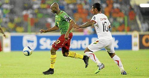 M´Bia, durante el partido ante Guinea.