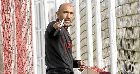 """El asturiano afirma que """"es falso"""" que el jugador pidiera perdón a sus compañeros."""