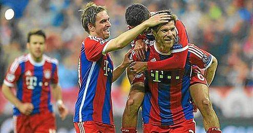 Xabi Alonso hizo el sexto tanto del Bayern de falta directa.
