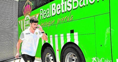 José Antonio Caro es el primer futbolista de Estepa en jugar en Primera y tiene su propia peña en su ciudad natal.