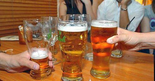 El consumo moderado de cerveza es beneficioso para la salud.