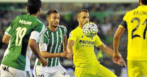Pezzella, en un lance ante el Villarreal.