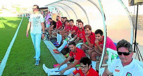 El técnico, José Juan Romero, durante el partido de pretemporada contra el San Roque.