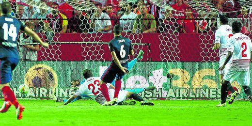 El Atlético aprovechó las debilidades del Sevilla.