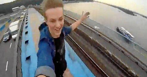 (Vídeo) Viaje en el techo del metro
