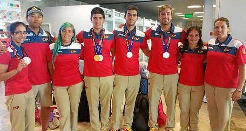 El equipo en el Aeropuerto de Barajas tras llegar de Baku.