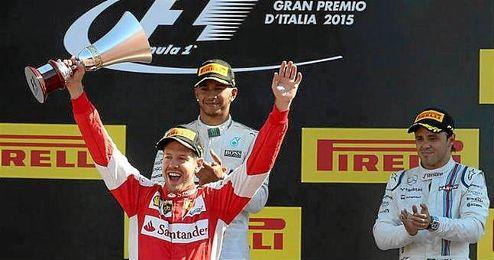 Vettel, en el podio de Monza.