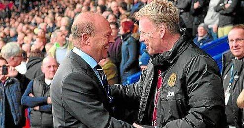 Pepe Mel saluda a David Moyes estando ambos en la Premier Leage.