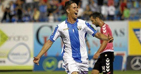 El jugador Alexander Szymanowski, del Leganés, celebrando su tanto.