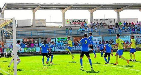 Lebr�n, en la imagen en el momento de su gol ante el San Juan, se ha convertido en un referente para los ribere�os.