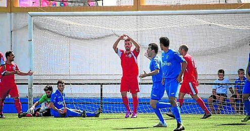 En la imagen, Juan Guerra festeja su gol conseguido en la pasada jornada contra el Guadalcacín.
