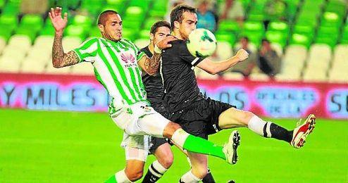 En la imagen, un lance del último Betis-Real Sociedad disputado en el Benito Villamarín, en la jornada 35 de la campaña 13/14.